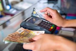 Cash back: retirer de l'argent chez un commerçant sera bientôt possible