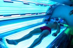 Les cabines de bronzage UV augmentent le risque de cancer de la peau rappelle l'Anses