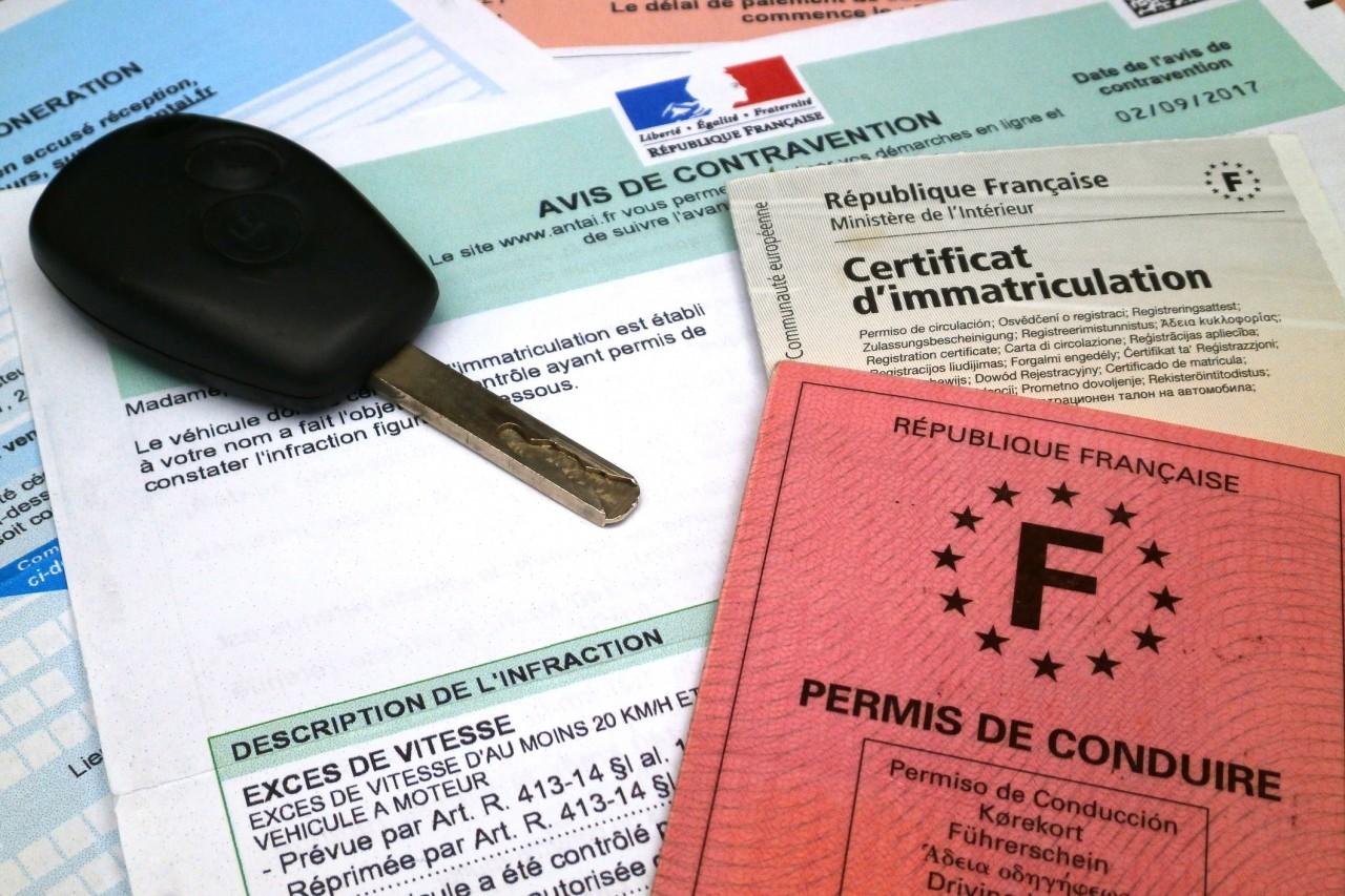 Contester une contravention en ligne pour défaut de permis ou d'assurance