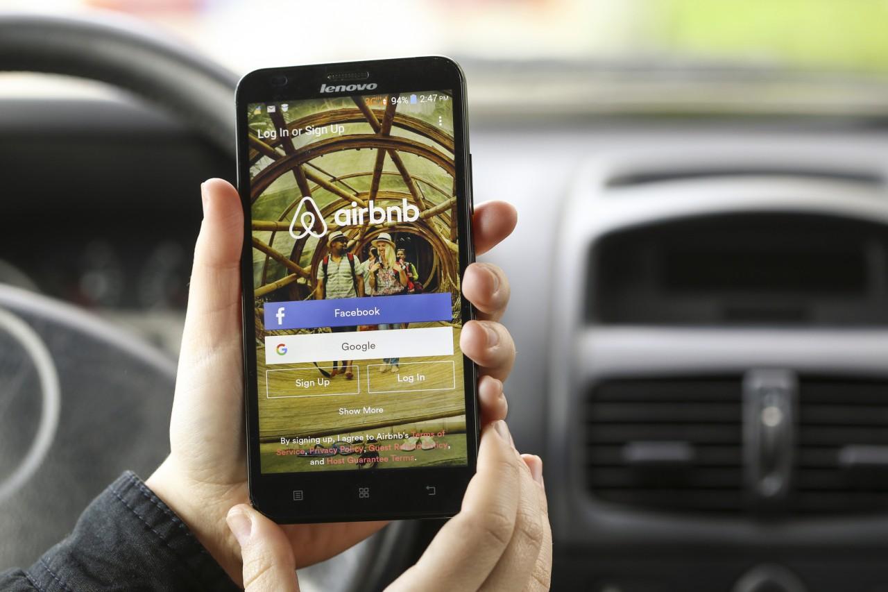Le syndicat des hôteliers français poursuit Airbnb en justice pour concurrence déloyale