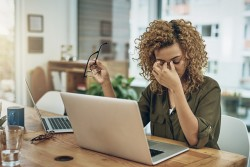 Fatigue oculaire: comment soulager ses yeux du travail sur écran?