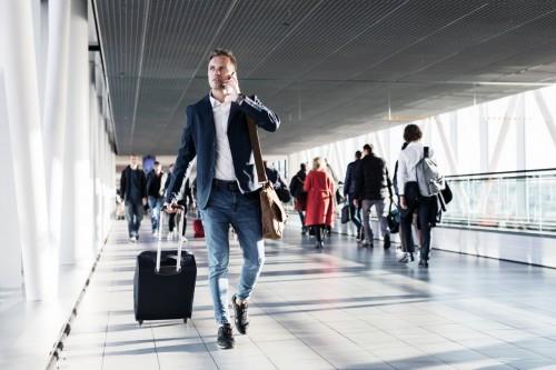 Avion en retard : la foudre est une circonstance extraordinaire n'ouvrant pas droit à indemnisation des passagers