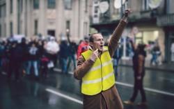 Gilets jaunes : abandon de la hausse de la taxe carbone, gel des tarifs du gaz et de l'électricité