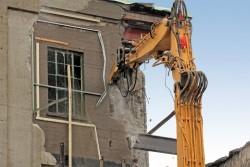 Bâtiment en ruines : qui supporte les frais de démolition?