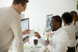 Prime de fin d'année défiscalisée: dans quelle mesure les entreprises vont-elles l'accorder à leurs employés?