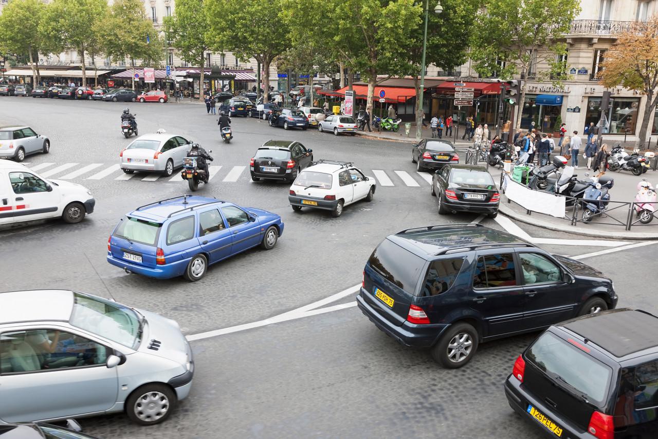 S'engager dans un carrefour bloqué à Paris est désormais passible d'une amende