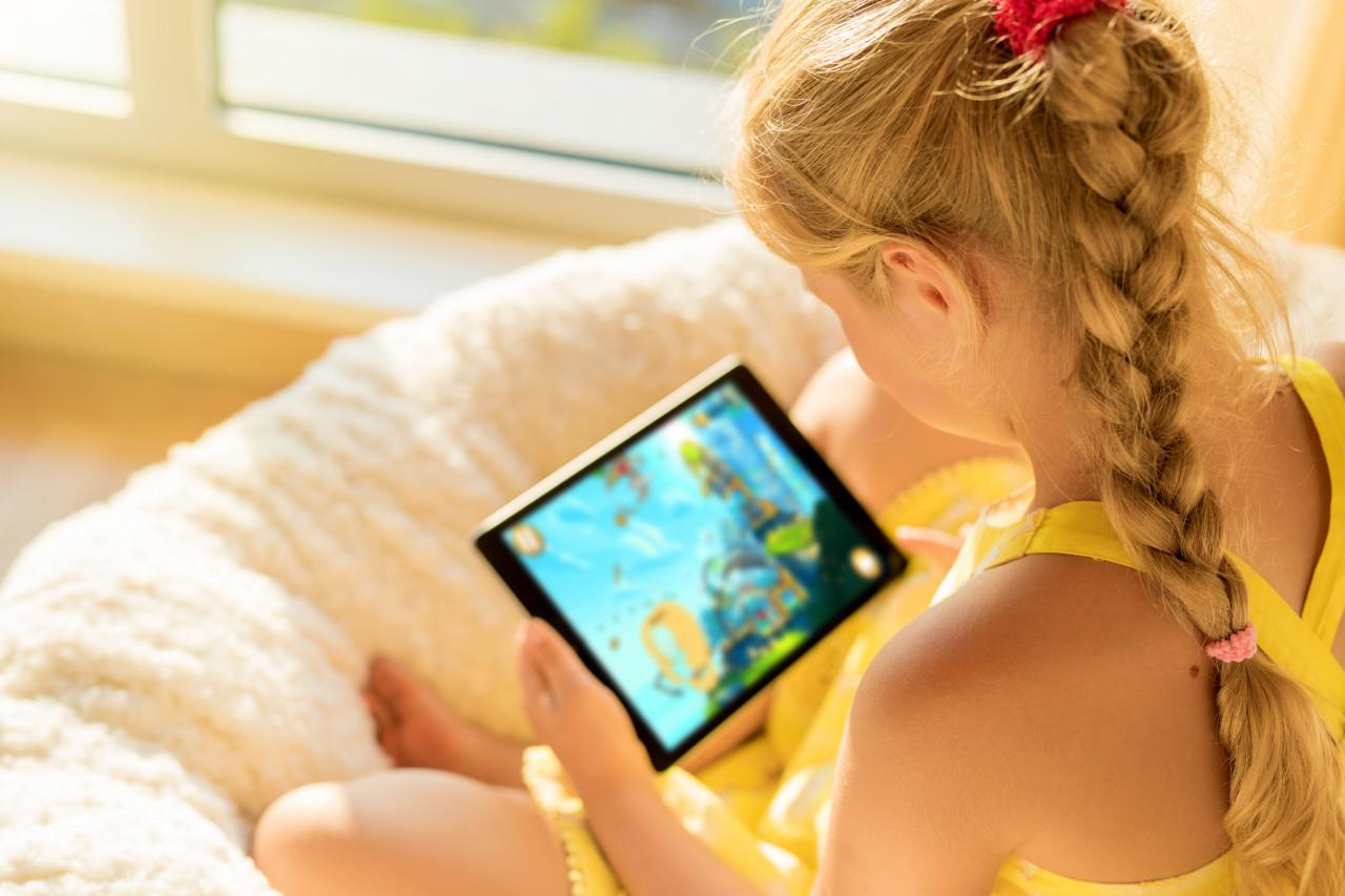 Les effets des écrans sur le développement du cerveau des enfants