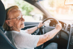 Une visite médicale pour les conducteurs de plus de 70 ans à l'étude