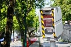 Radars dans les virages : installation de 248 nouveaux flashs sur les routes