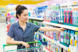 Darmanin contre la TVA à 0% sur les produits de première nécessité