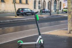 Trottinettes en libre-service à Paris: une charte de bonne conduite signée par les opérateurs