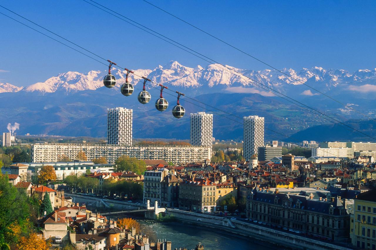 Le maire de Grenoble se positionne contre les expulsions sans relogement