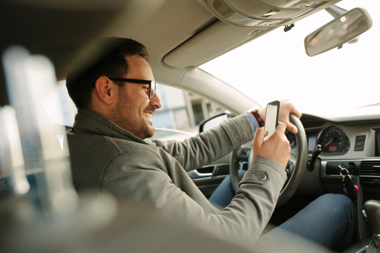 Les accidents causés par le téléphone portable au volant en hausse