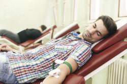 Délai d'abstinence des homosexuels pour un don du sang réduit à 4 mois