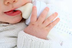 Les laits infantiles hypoallergéniques n'excluent pas les risques d'allergies