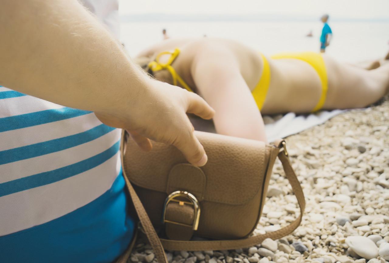 Piratage de carte bancaire sans contact sur la plage : faut-il s'en méfier ?