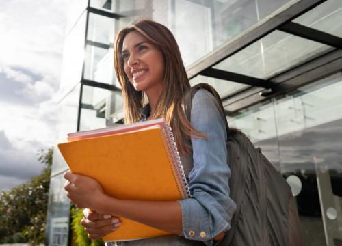 Frais d'inscription à l'université gelés et bourses étudiantes en hausse en 2019-2020