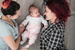 Séparation d'un couple homosexuel : Quels droits pour l'ex-conjointe sans lien biologique avec l'enfant?