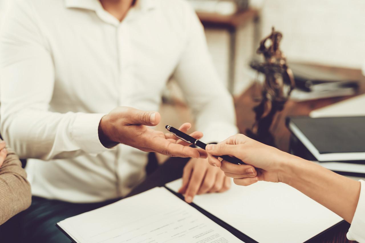 Seul un cas de force majeure peut excuser un retard chez le notaire pour signer une vente