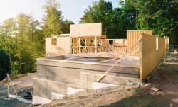 Commencer des travaux sans permis de construire définitif est risqué