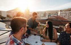 Boire une petite dose d'alcool aide-t-il à mieux parler une langue étrangère?