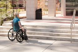 Retard dans la mise aux normes de l'accessibilité pour les personnes handicapées