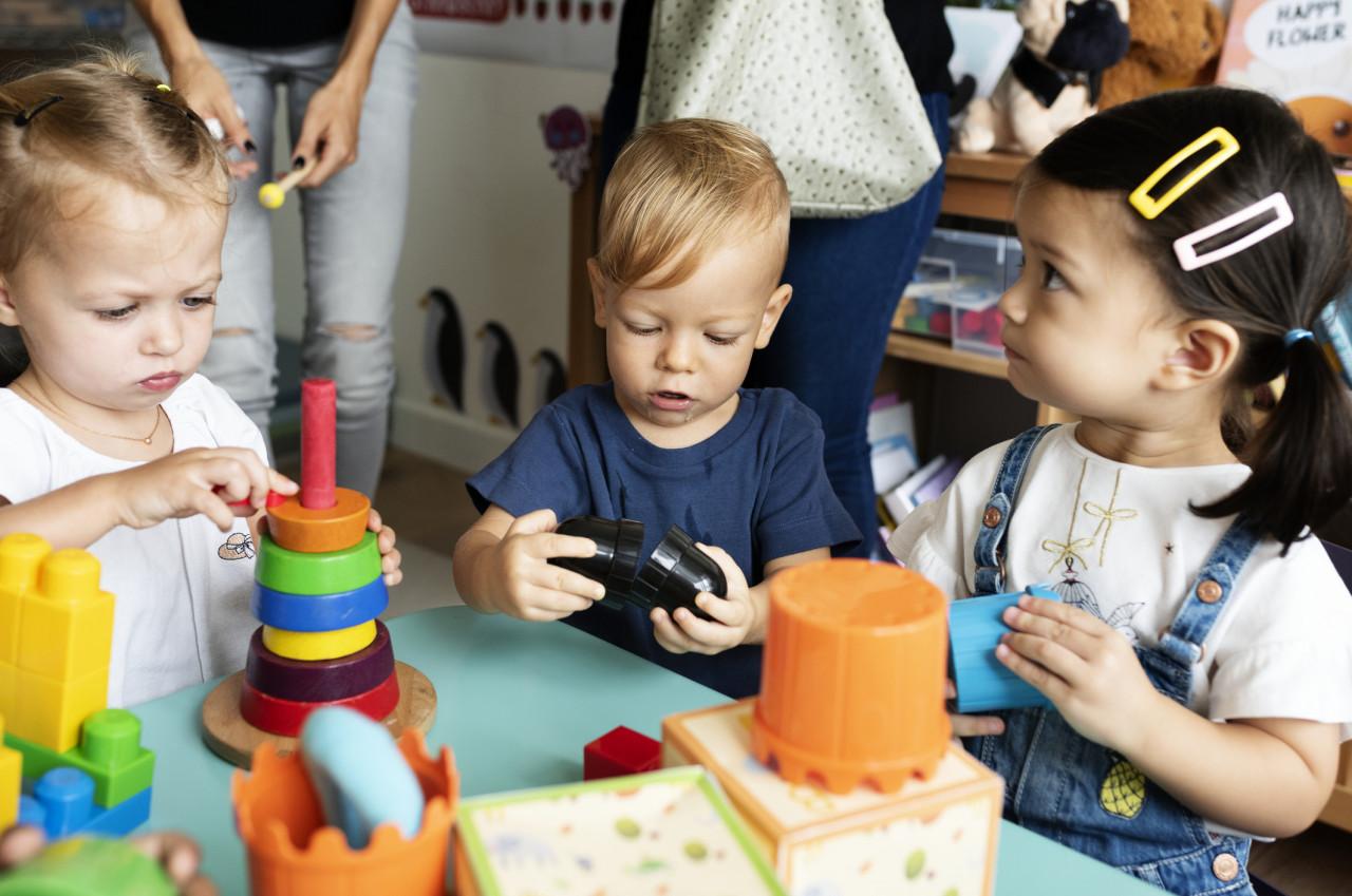 Garde d'enfants du personnel prioritaire : Un portail pour trouver un mode de garde