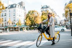 Des pistes cyclables provisoires sur les boulevards parisiens après le confinement