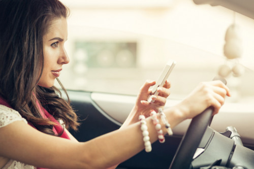 Téléphone au volant : retrait de permis immédiat pour une double infraction