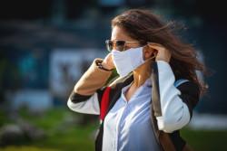 Le port du masque obligatoire dans les lieux publics clos au plus tard le 1er août