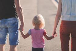 Droit de visite et d'hébergement : l'enfant peut être remis à un tiers de confiance