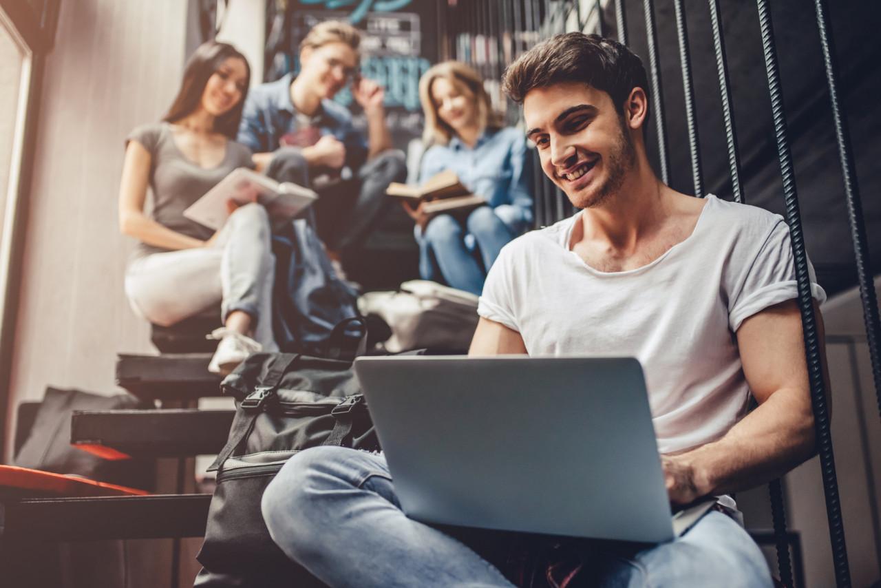 Titre de séjour étudiant : renouvelez-le en ligne
