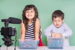 Enfants youtubeurs : une loi pour les protéger