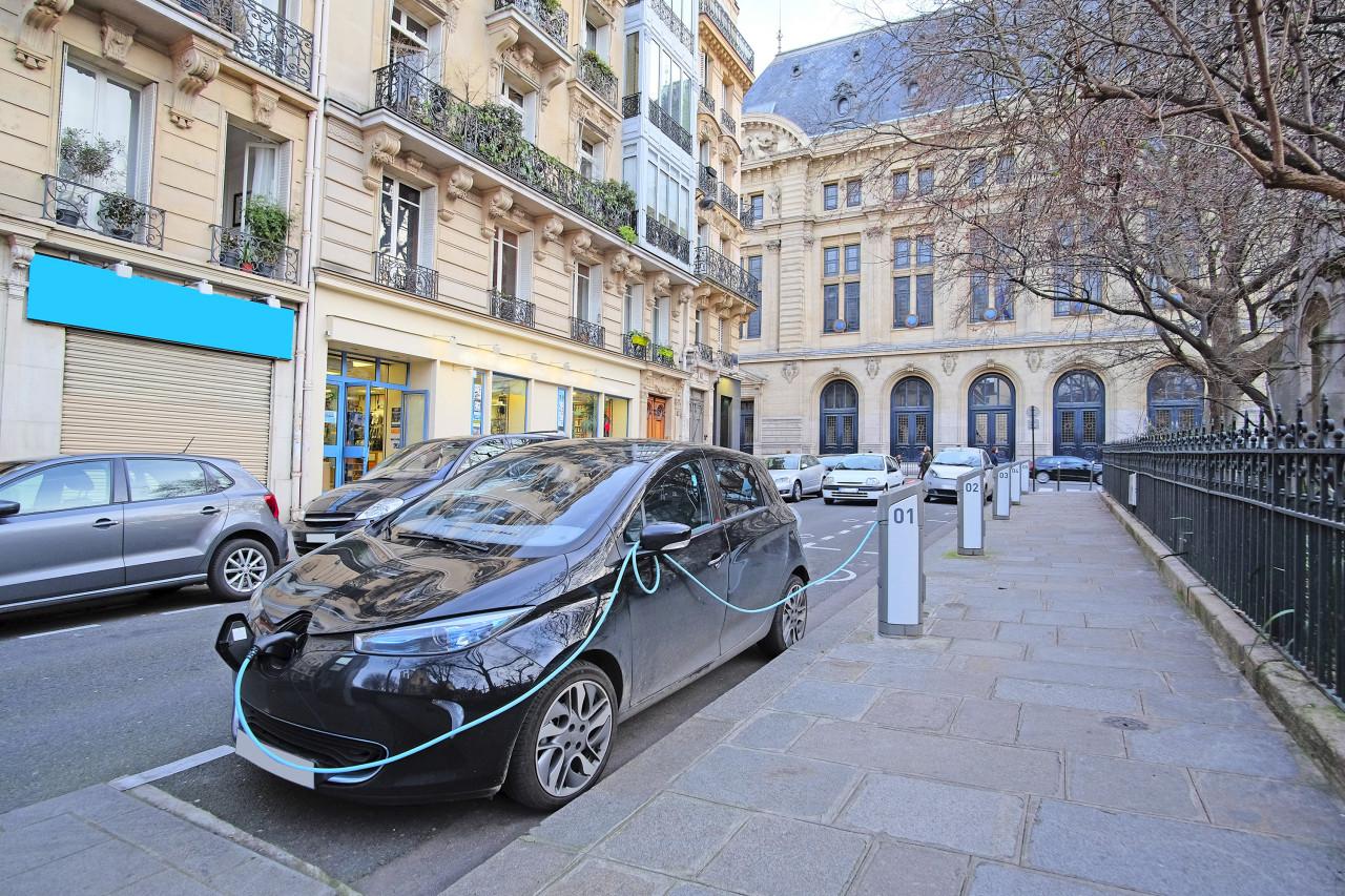 Installation de nouvelles bornes électriques à Paris
