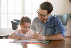 Garde d'enfants : les parents peuvent percevoir des indemnités journalières