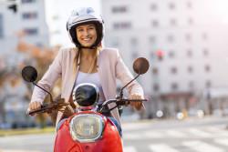 Les scooters et motos électriques bientôt autorisés à circuler sur les voies de bus?