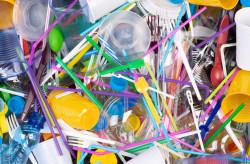 Pailles, touillettes et couverts... Quels sont les produits en plastique interdits dès le 1er janvier 2021