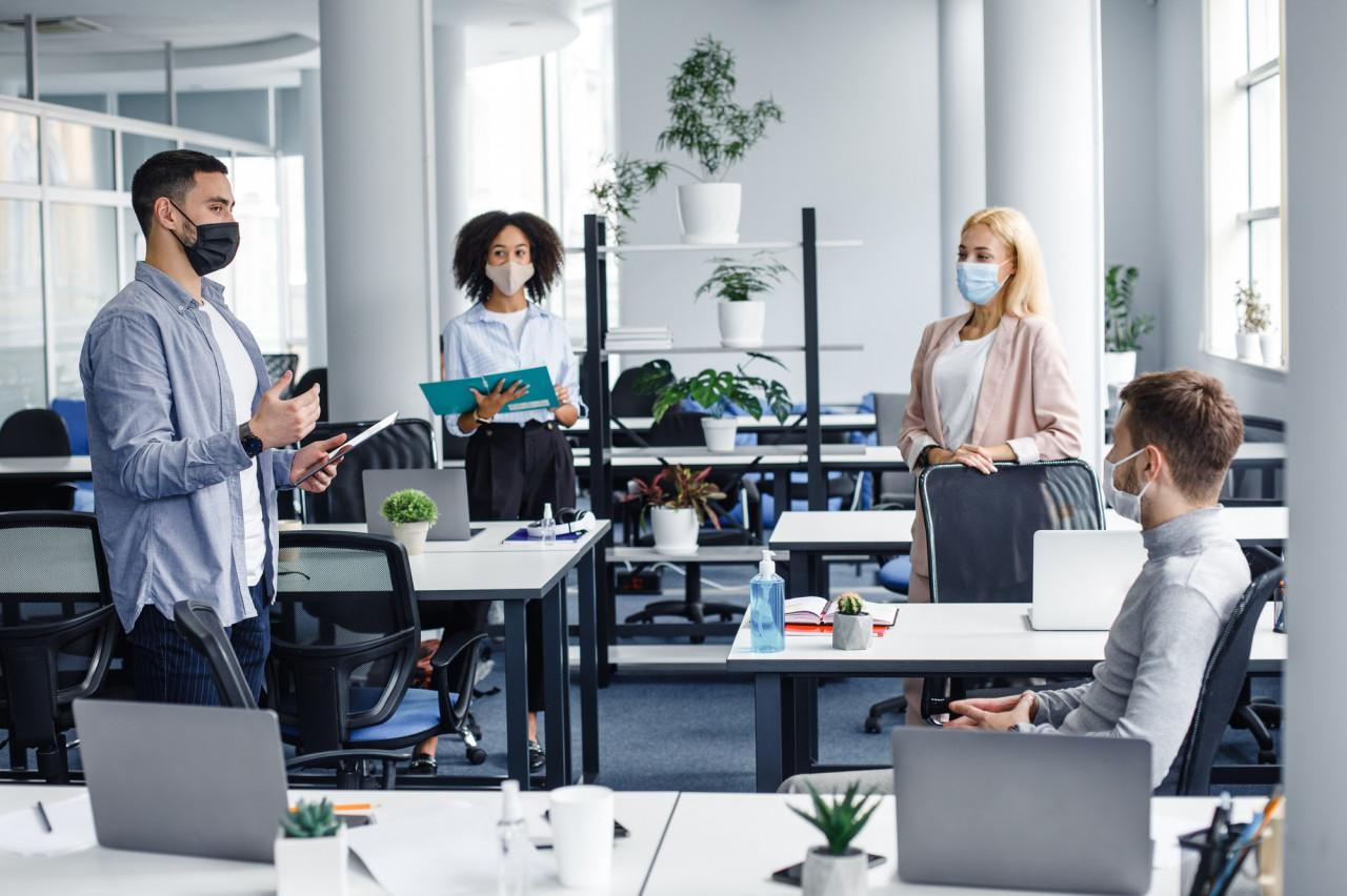 Télétravail : les salariés vont pouvoir revenir un jour au bureau