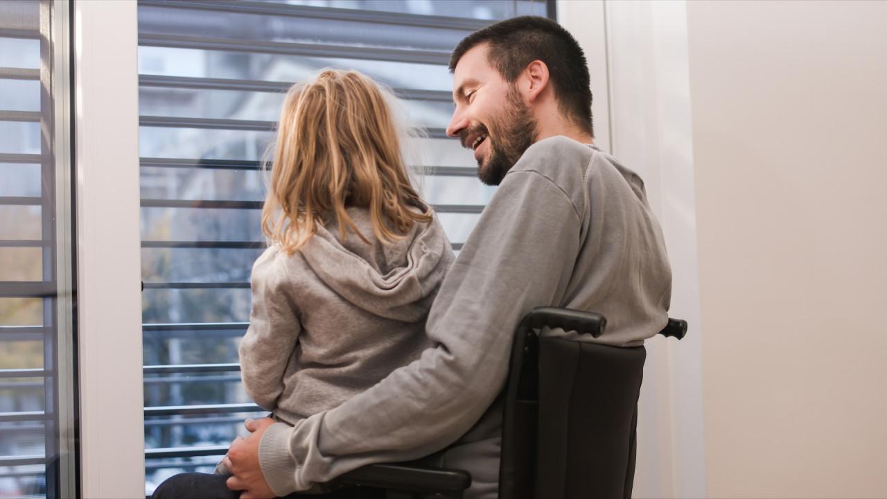 Prestation de compensation du handicap (PCH) : de nouvelles aides pour les parents