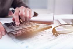 L'aide de 900 euros pour les travailleurs précaires est prolongée jusqu'en mai