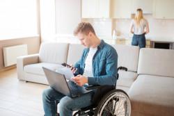 Allocation aux adultes handicapés : la suppression de la prise en compte des revenus du conjoint fait débat