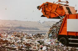 Les pays ne peuvent plus déverser aussi facilement leurs déchets dans les États pauvres