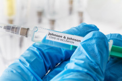 Vaccin de Johnson & Johnson: le rapport bénéfices-risques reste positif selon l'Agence européenne des médicaments