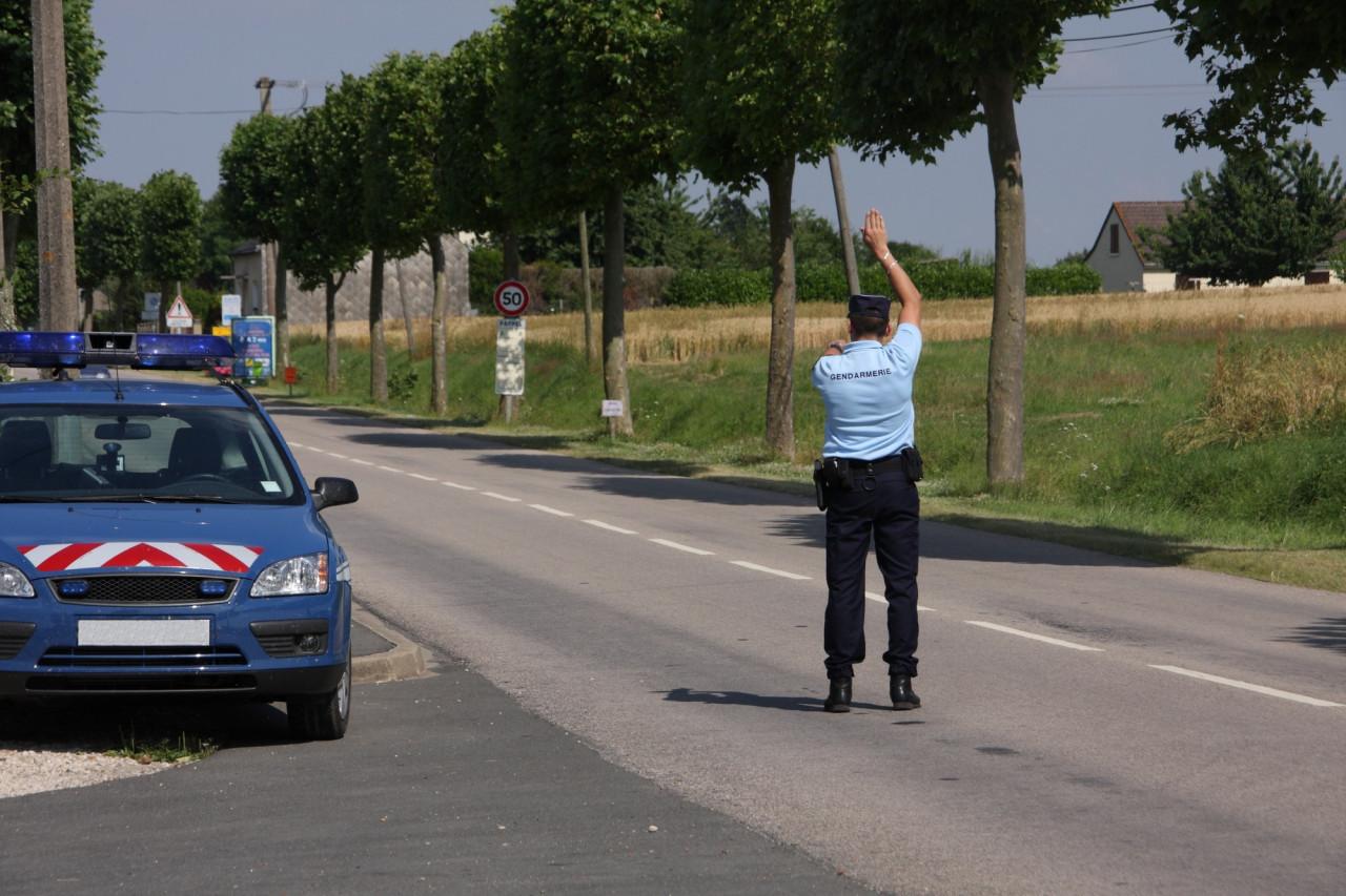 Signaler certains contrôles routiers bientôt interdits?