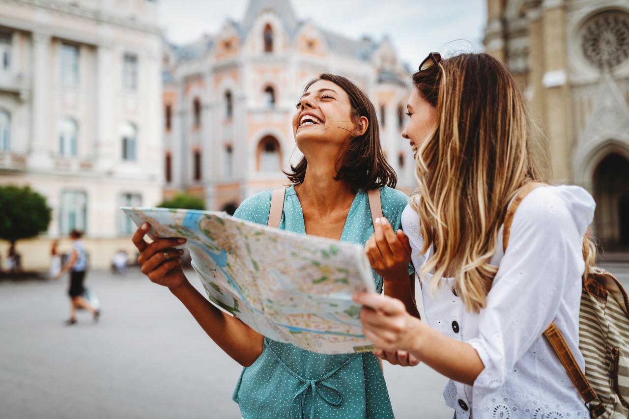 Vacances : une aide de 200 euros pour les 18-25 ans