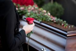 Obsèques : quelles sont les règles toujours en vigueur en raison de la crise sanitaire?