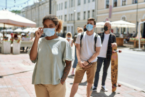 Covid-19 : où le port du masque en extérieur est-il de nouveau obligatoire?