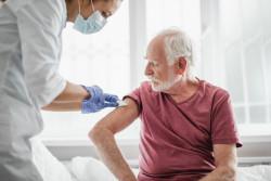Covid-19 : une 3e dose de vaccin pour les plus de 80 ans et les personnes vulnérables