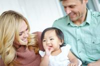 Diminution des adoptions internationales en 2017