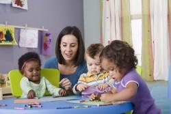 Création de crèches : le gouvernement va prendre des mesures pour accélérer la création de places d'accueil